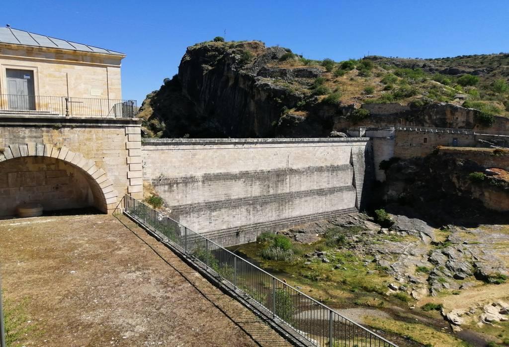 Inicio de la ruta por el Pontón de la Oliva a escasos metros del aparcamiento.