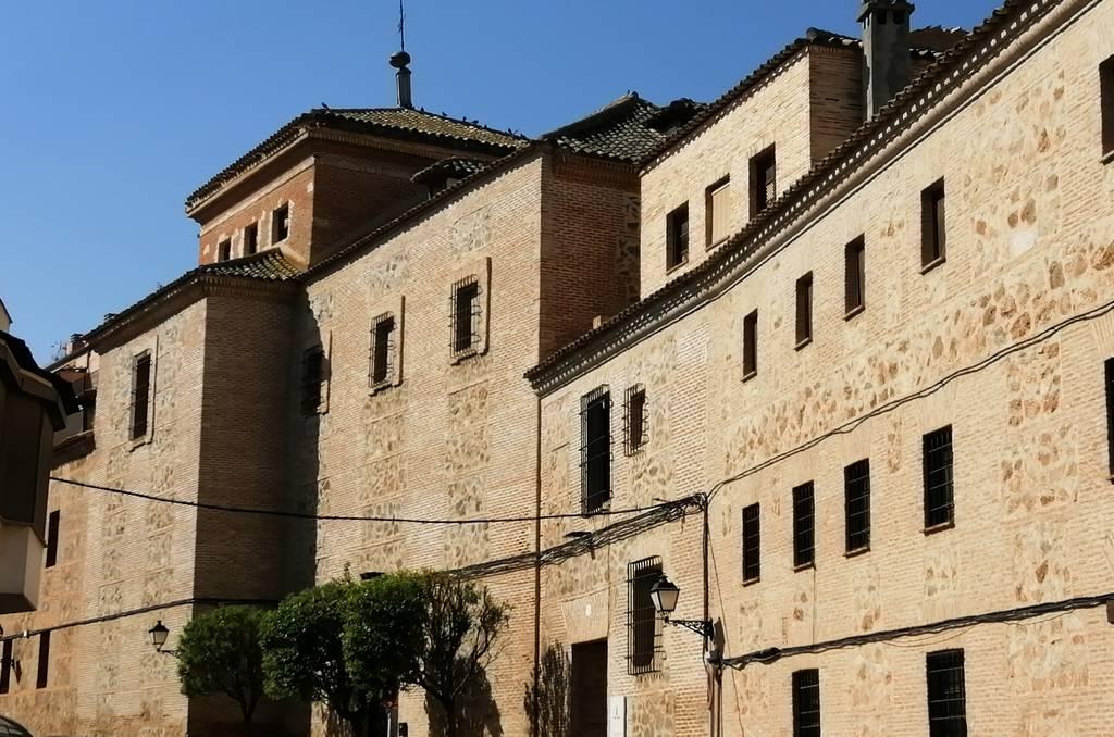 En tu itinerario por Consuegra en un día probablemente veas el Convento de los Padres Franciscanos, actualmente una residencia para la tercera edad.