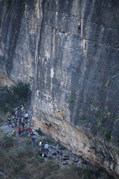 No mentía cuando dije que el Pontón de la Oliva es el paraíso para la escalada.