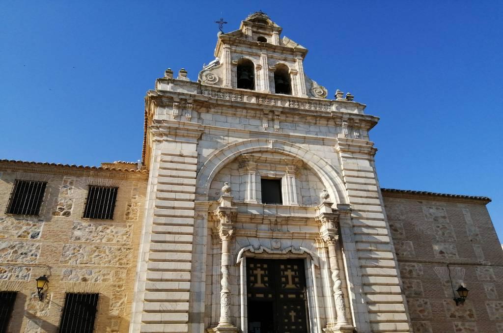 Fachada de la Iglesia del Cristo de la Veracruz, construida en el siglo XVIII en dos estilos arquitectónicos.