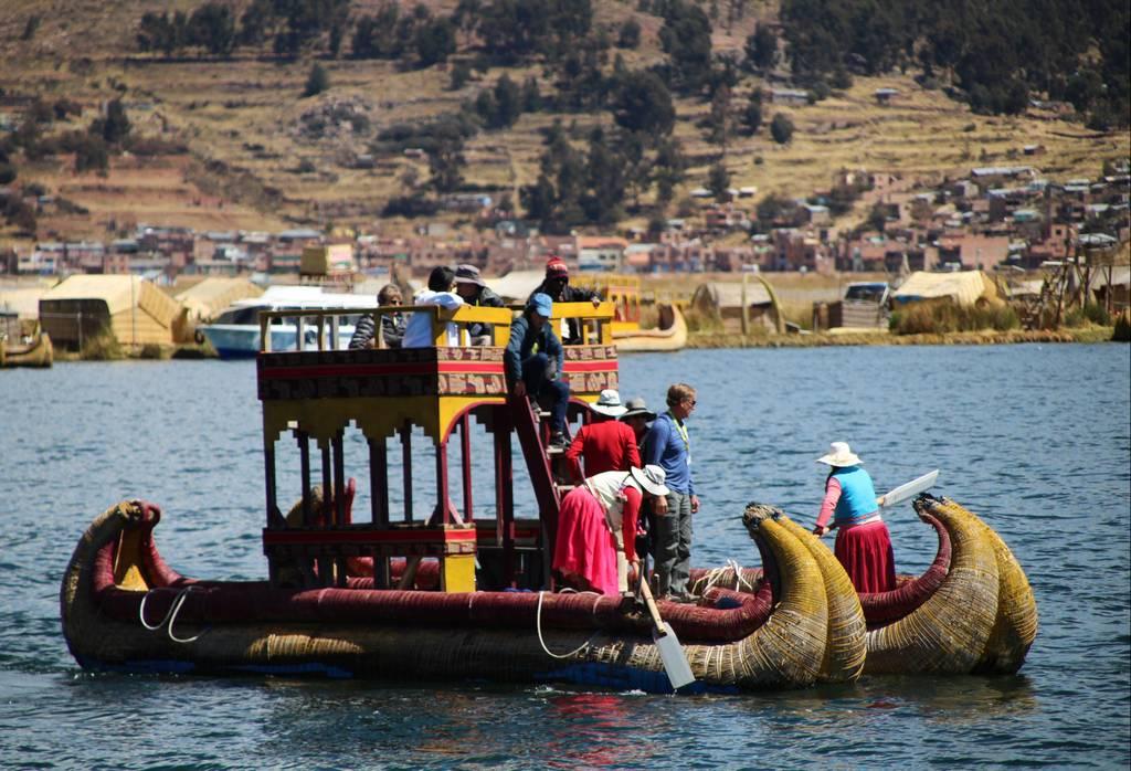 Las barcas tradicionales están construidas principalmente con plástico reciclado.