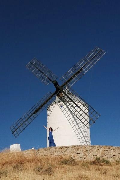 La estructura típica de los molinos de viento manchegos tiene tres plantas.