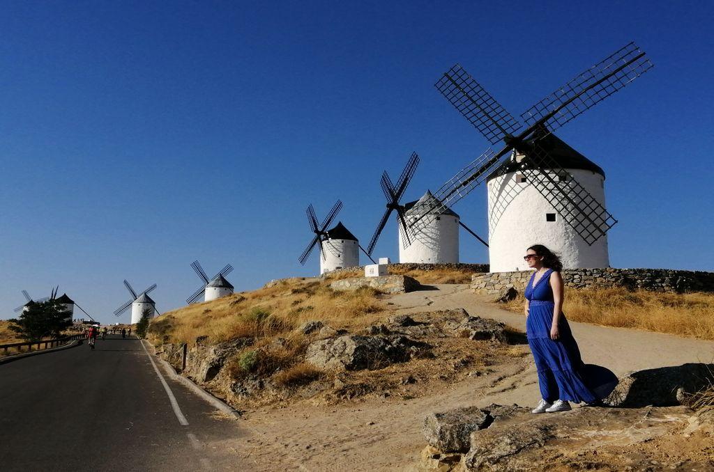 Los molinos de viento son el sitio más impresionante que ver en Consuegra en un día.