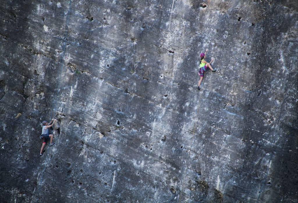 Pontón de la Oliva es una presa muy frecuentada por escaladores.