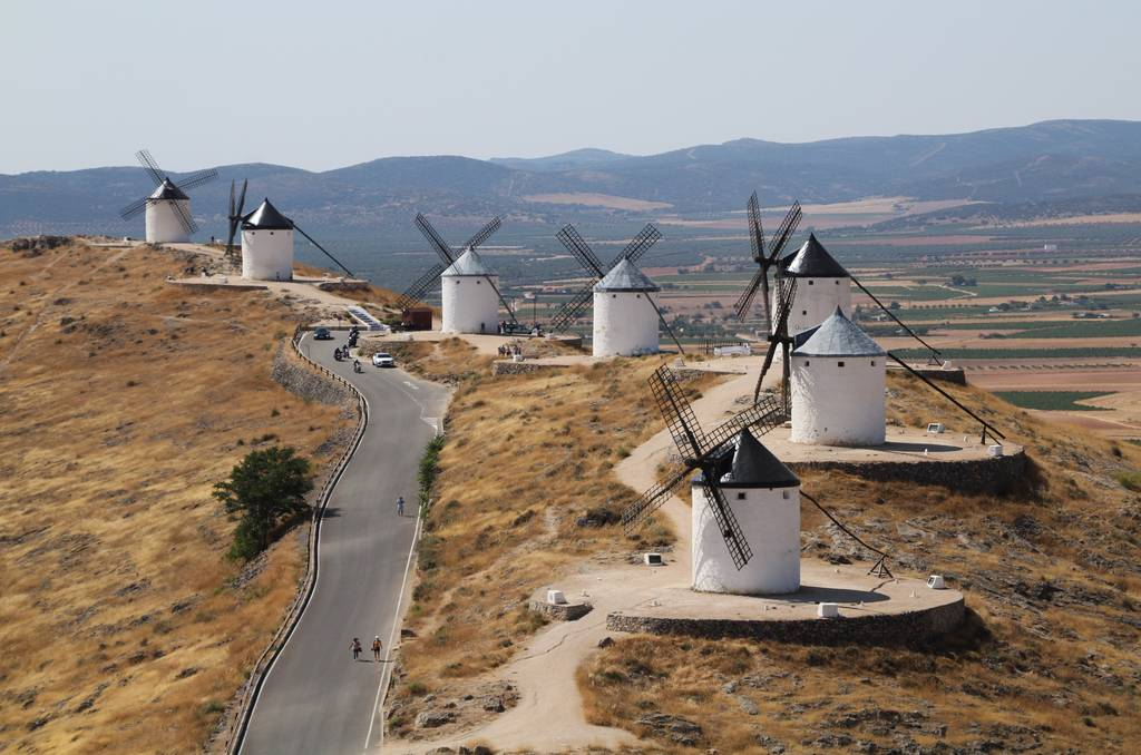 Vistas de los molinos de Consuegra desde el Castillo de la Muela.