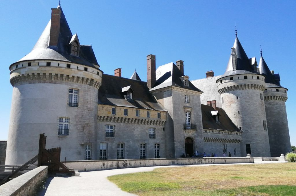 Otra vista del precioso castillo de Sully-sur-Loire.