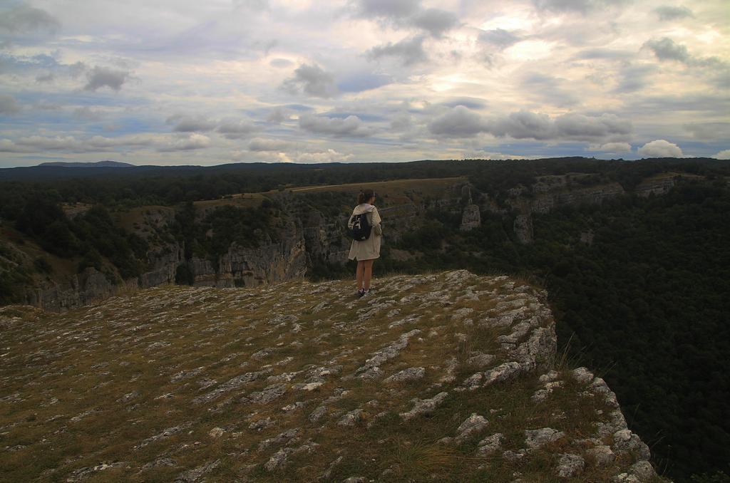 Cerca del Nacedero del Urederra está el Mirador del Balcón de Pilatos, donde puedes ver buitres.