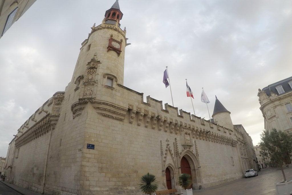 El Ayuntamiento en funcionamiento más antiguo de Francia es el de la Rochelle.