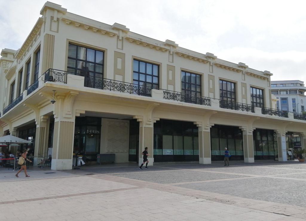 Fachada del Casino de Biarritz junto a la Grande Plage.