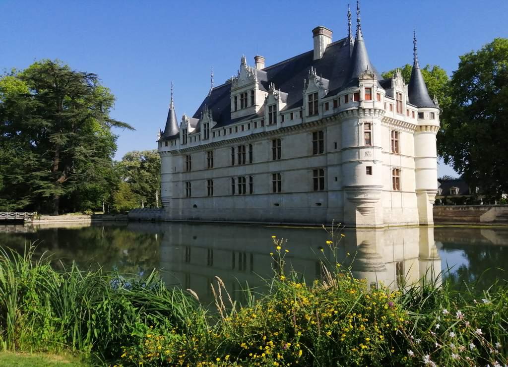 Entre los 14 mejores castillos del Loira está el de Azay-le-Rideau para mi gusto.