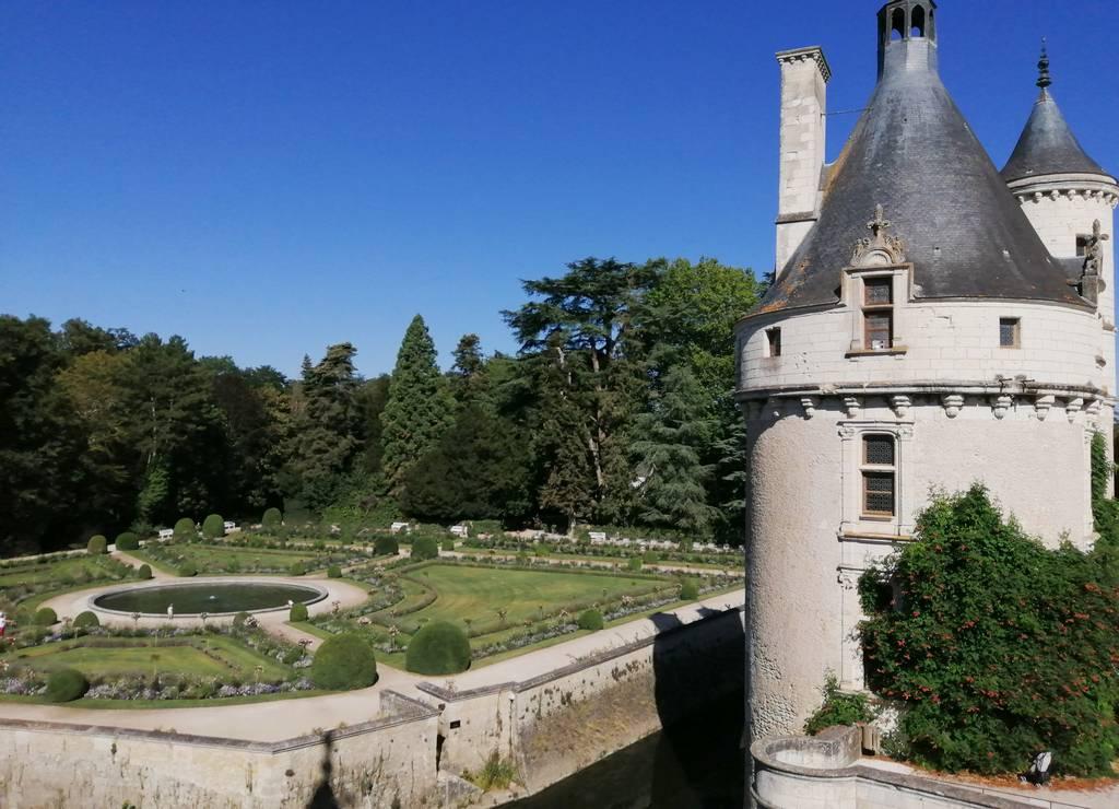 Jardín de Catalina de Médicis con su estanque en la parte central.