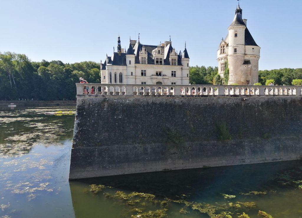 Para ir a la localidad de Chenonceaux te recomiendo dormir en Tours, Amboise o Chambon-sur-Cisse.