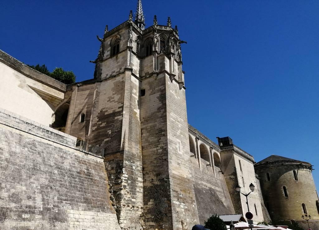 Dentro del castillo de Amboise está la tumba de Leonardo da Vinci.