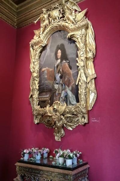 Retrato con un marco espectacular en el Salón Luis XIV.