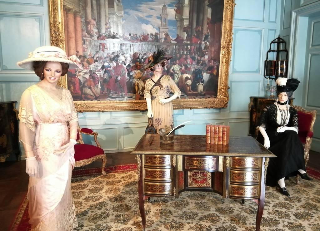 La exposición de trajes de época en la fortaleza de Ussé es maravillosa.
