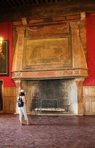 Chimenea de la Sala de Honor de esta preciosa fortaleza medieval francesa.