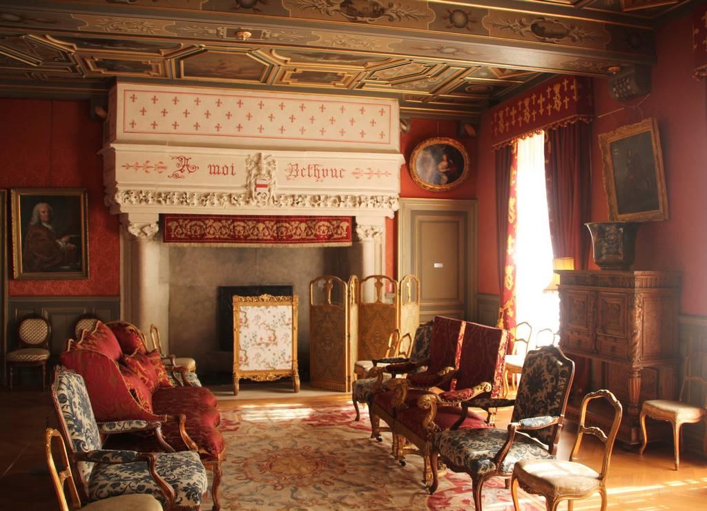La decoración interior del castillo es muy ostentosa.