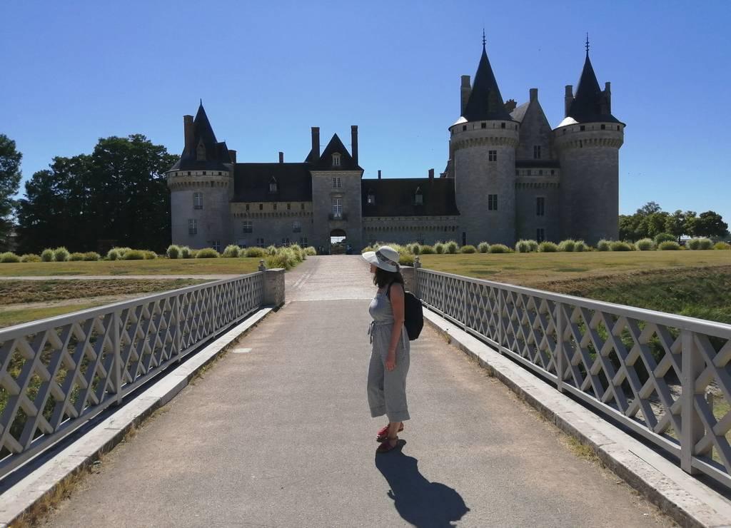 Mi ruta por los mejores castillos del Loira comenzó en el de Sully-sur-Loire.