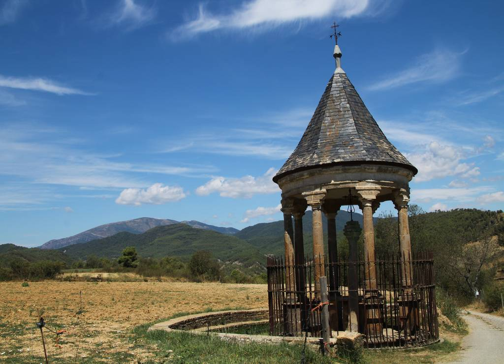 Según la tradición, la Reconquista de Aínsa tuvo lugar donde actualmente está la Cruz Cubierta.