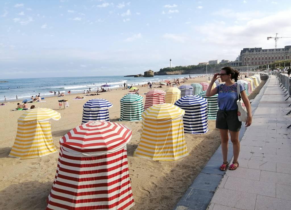 Las casetas a rayas de colores son uno de los iconos de las playas de Biarritz.
