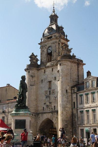 La Grosse Horloge es uno de los monumentos más emblemáticos que ver en La Rochelle.
