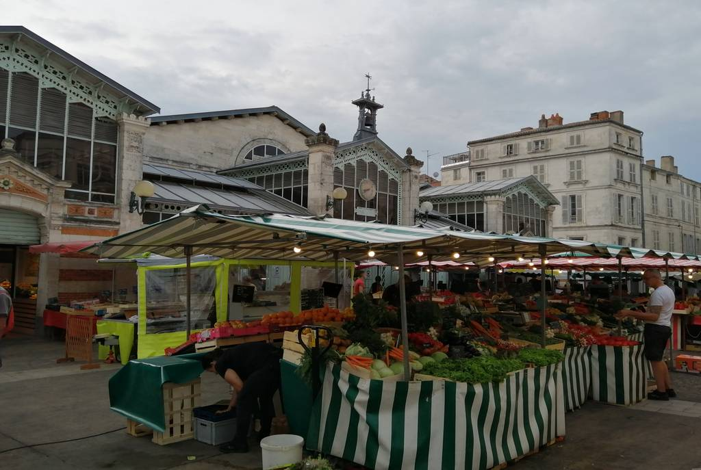 En el mercado central puedes comprar los mejores productos locales.