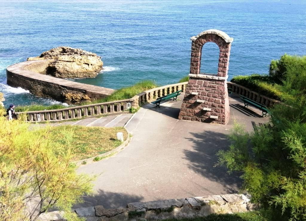 Biarritz es una ciudad pintoresca y señorial, con preciosos miradores que dan al mar.