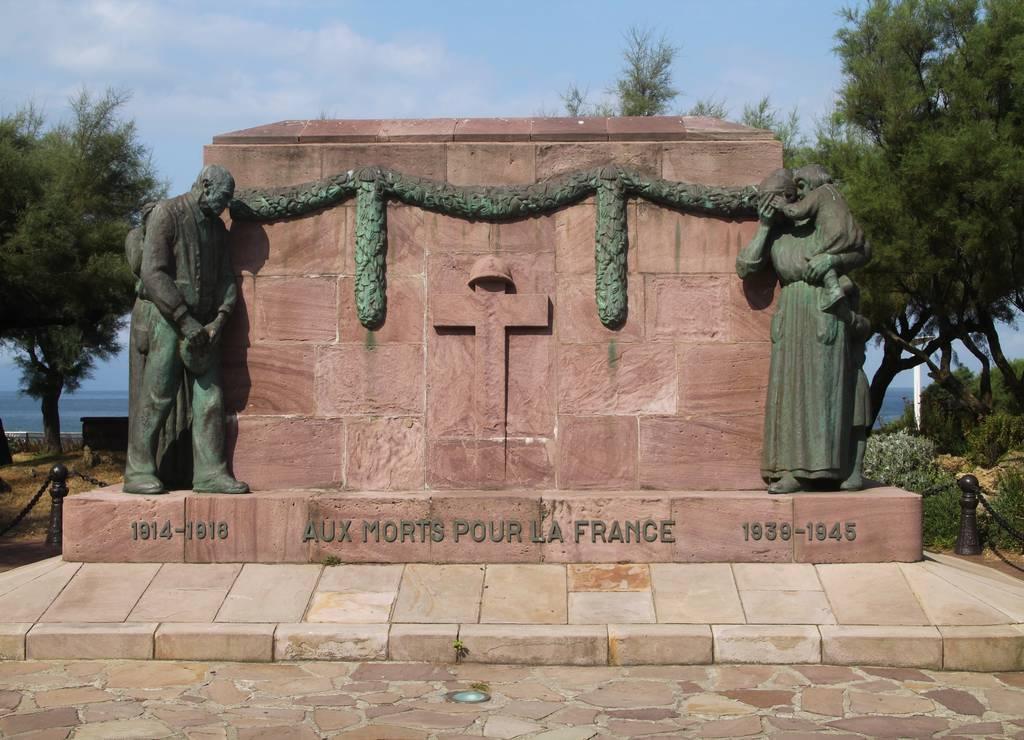 Monumento a los caídos en la I y II Guerra Mundial.