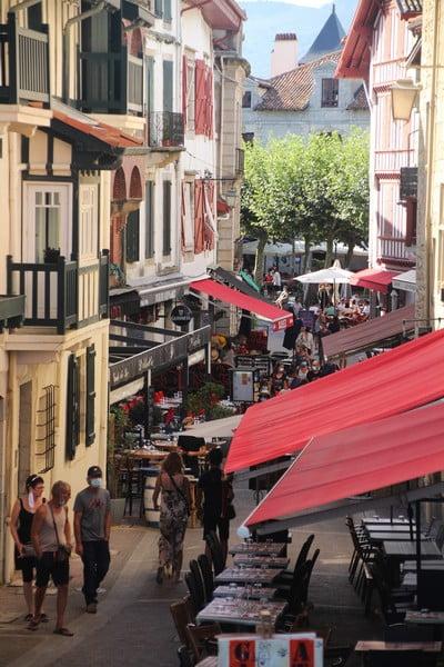 La calle de la República en San Juan de Luz.