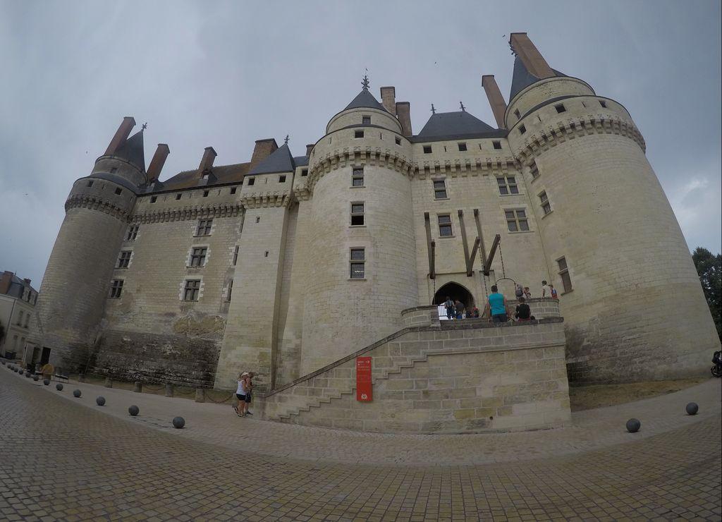 Te recomiendo ver el castillo de Langeais por fuera y pasear por su pueblo pintoresco.