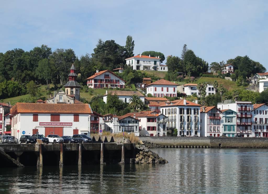 Esta villa marinera y de corsarios es una de las más visitadas del País Vasco francés.