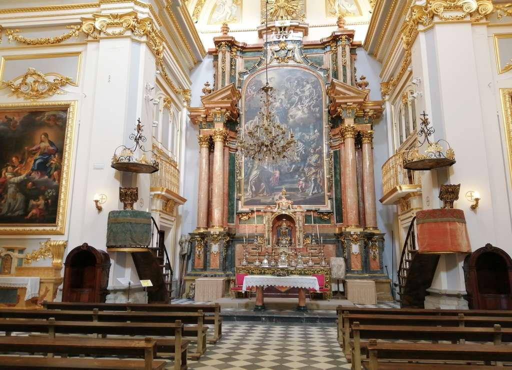En la Capilla de las Reliquias están enterrados Felipe V e Isabel de Farnesio.
