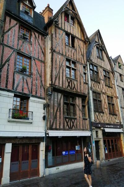 Si vas a hacer la ruta por los castillos del Loira en 3 días, te recomiendo dormir en Tours.