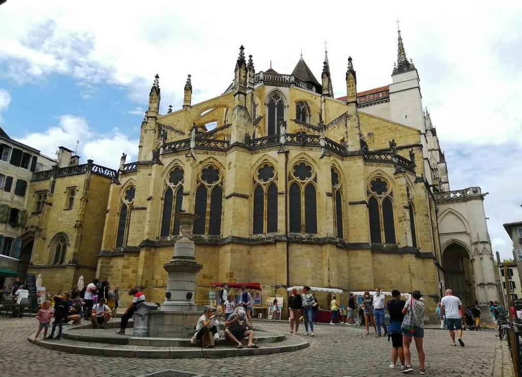 Qué ver en Bayona en un día: Catedral de Santa María.
