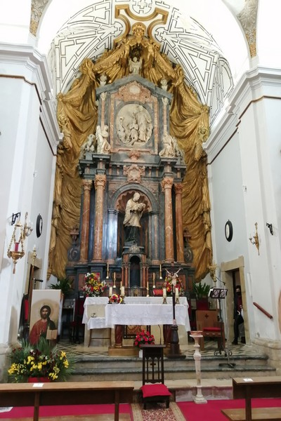 El retablo de la Iglesia de San Francisco Javier es obra del arquitecto Churriguera.