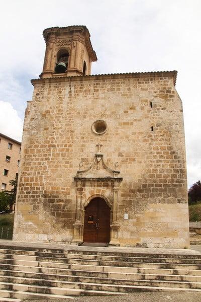 La Iglesia de Santa María Jus del Castillo data del año 1145.
