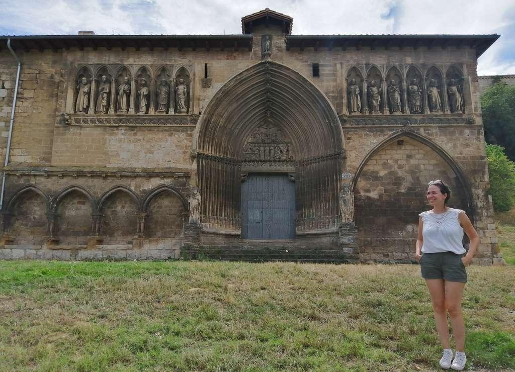 La Iglesia del Santo Sepulcro es mi templo favorito que ver en Estella por su portada.