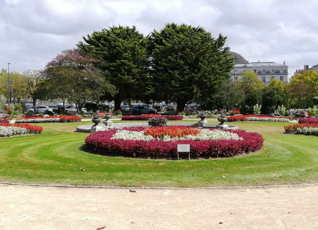 Este jardín debe su nombre al pintor francés Léon Bonnat, nacido en Bayona.