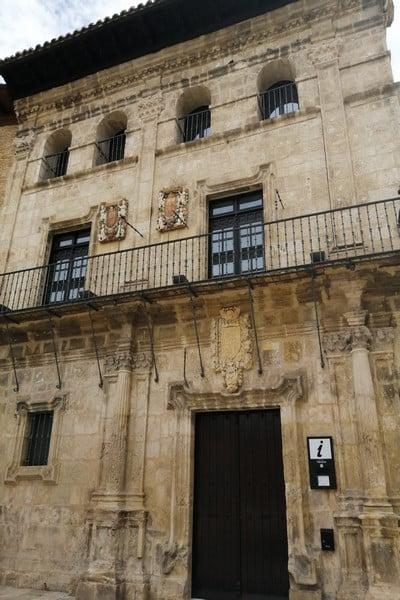 En la Oficina de Turismo conseguí mucha información para visitar Estella-Lizarra.