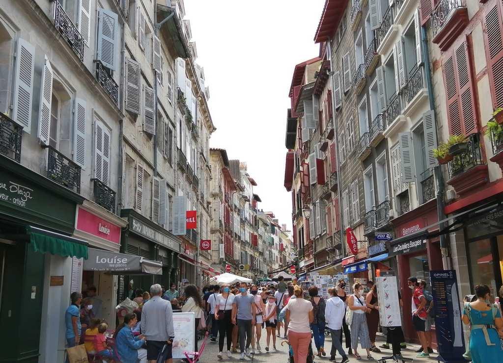 La rue d'Espagne es la calle más antigua que ver en Bayona.