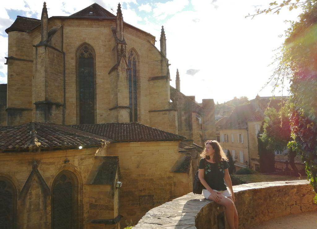 La Catedral de San Sacerdos es el edificio religioso más icónico que ver en Sarlat.