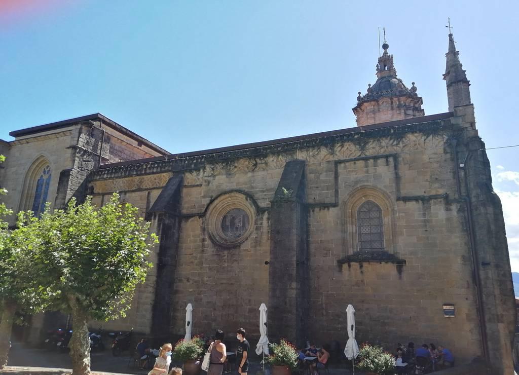 La Iglesia de Santa María de la Asunción y del Manzano es peculiar por la mezcla de estilos gótico, renacentista y barroco.