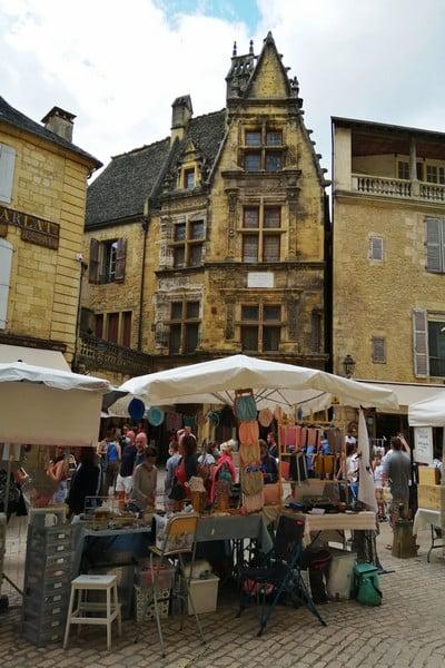 La Maison de la Boétie debe su nombre al escritor Etienne de la Boétie.