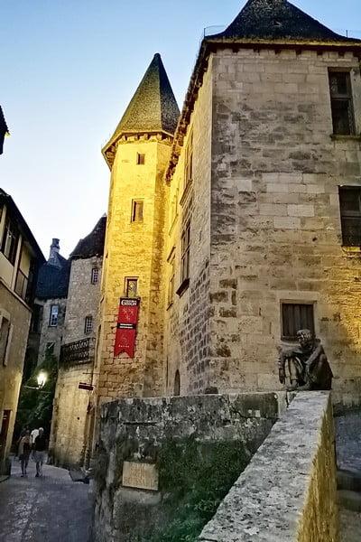 El Manoir de Gisson es uno de los edificios históricos más emblemáticos de Sarlat-la-Canéda.