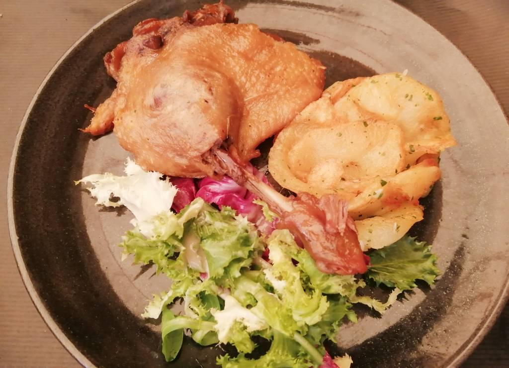 Muslo de pato, otro plato típico de Sarlat-la-Canéda.