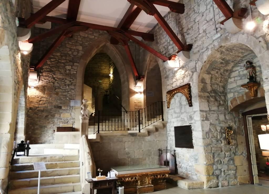 Me quedé con ganas de dormir en el Castillo de Carlos V, que es el actual Parador de Hondarribia.
