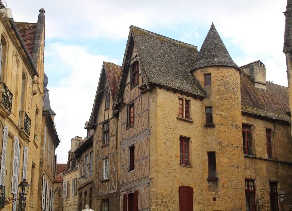 En este artículo te cuento qué ver y hacer en Sarlat, la capital del Périgord Negro.