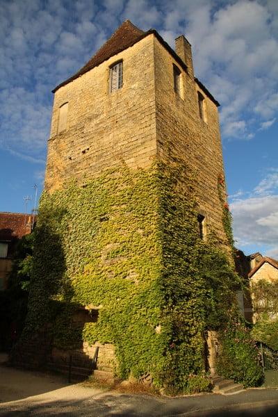 Otro de los sitios que ver en Sarlat es la Tour du Bourreau o la Torre del Verdugo.