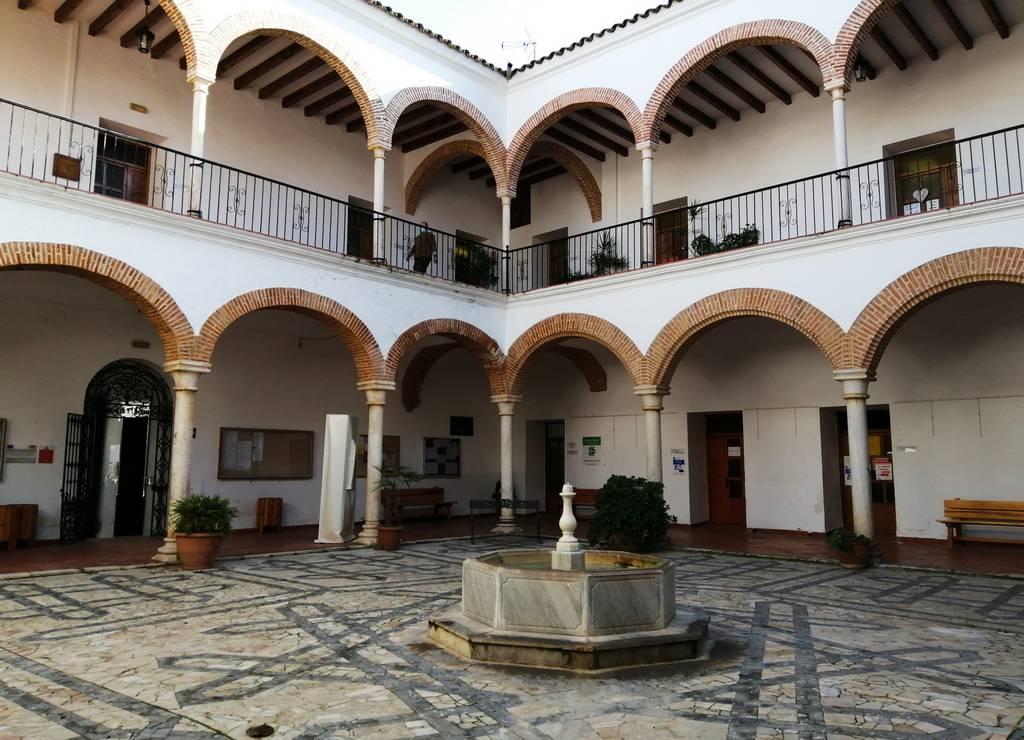 Otro sitio que ver en Zafra en un día es el claustro del Ayuntamiento.