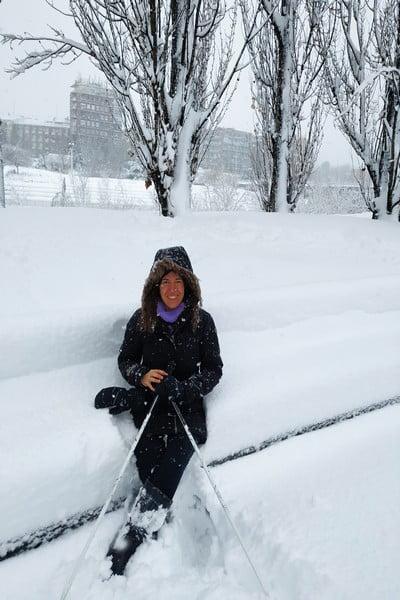 Jamás había visto Madrid centro con tantos cm de nieve, ¡la gente sacó hasta los esquís!